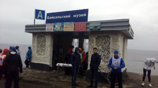 Biuro zawodów na przystanku Bajkalsij muzej